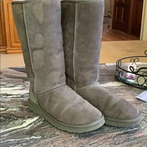 UGG tall gray boots. In amazing shape!